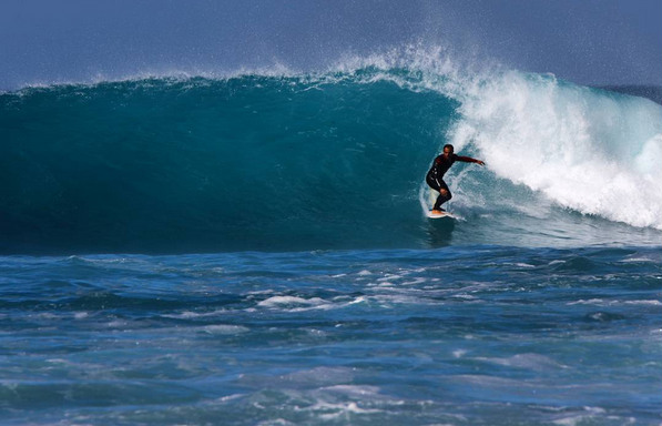 Chose the best beaches and wave on Fuerteventura Corralejo with our surf school